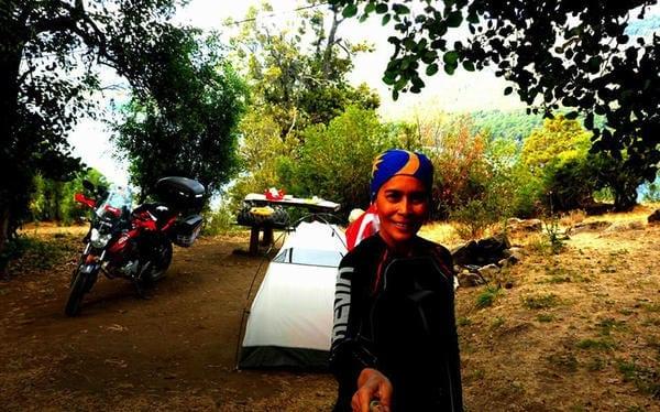 La prima donna musulmana a fare il giro del mondo in moto 1