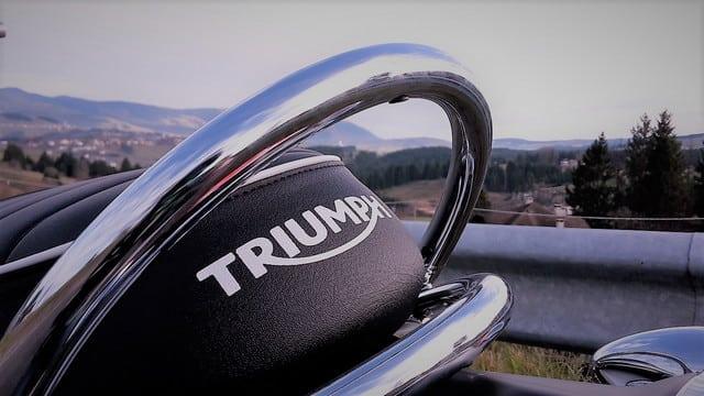 Scorci dell'Altopiano d'Asiago in sella alla gamma Triumph