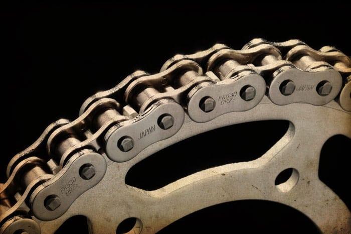 catena moto  Tutorial: pulire e ingrassare la catena della vostra moto - MissBiker