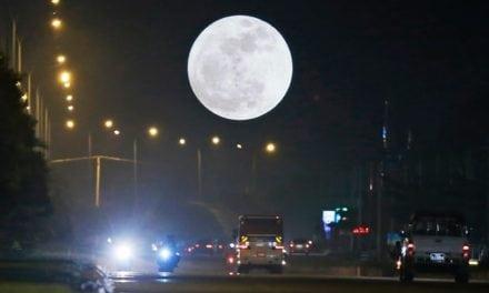 Ricerca: il rischio di un incidente fatale in moto è più alto con la luna piena