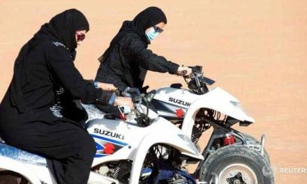 L'Arabia Saudita concede il permesso di guida alle donne